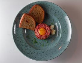 Tatarský biftek s hriankami  100g